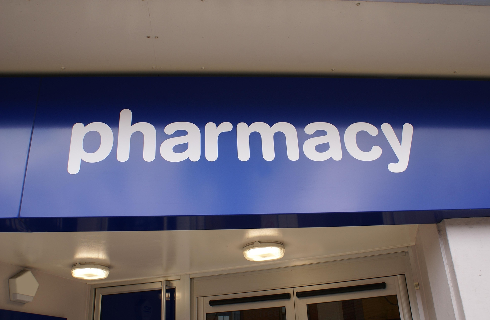 where to find pharmacy technician jobs how to become a